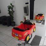 Uw kinderkapper in Borsbeek, nabij Antwerpen. Met speciale kinderhoek en autostoel.