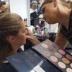 make-up en haar laten doen