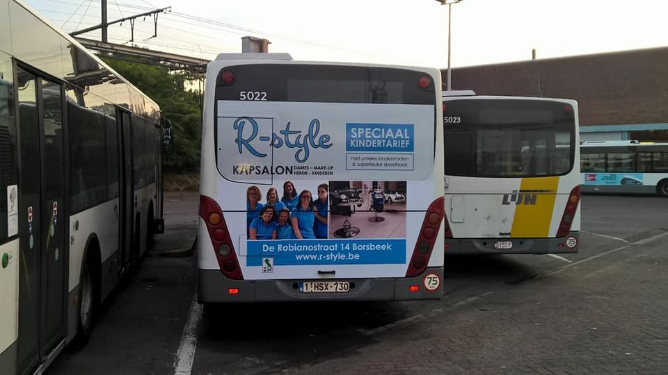 R-style kapsalon op autobussen